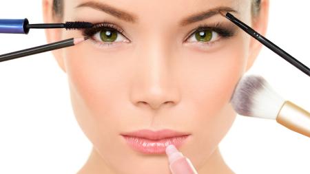 418601439_Woman_makeup_450.png